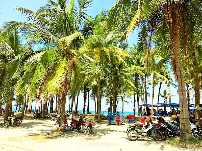Hoi-An-Beach-by-Wanderlust-storytellers---cua-dai-1