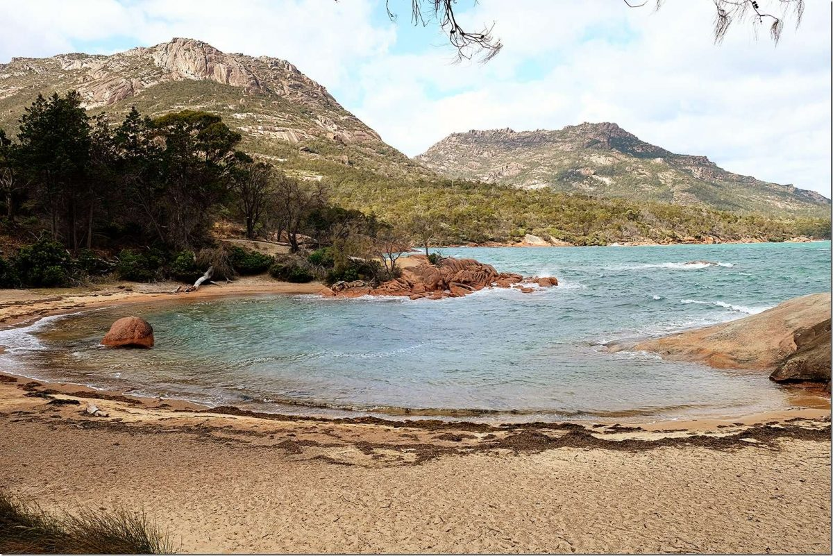 Honeymoon-Bay-Freycinet-National-Park-Wanderlust-Storytellers