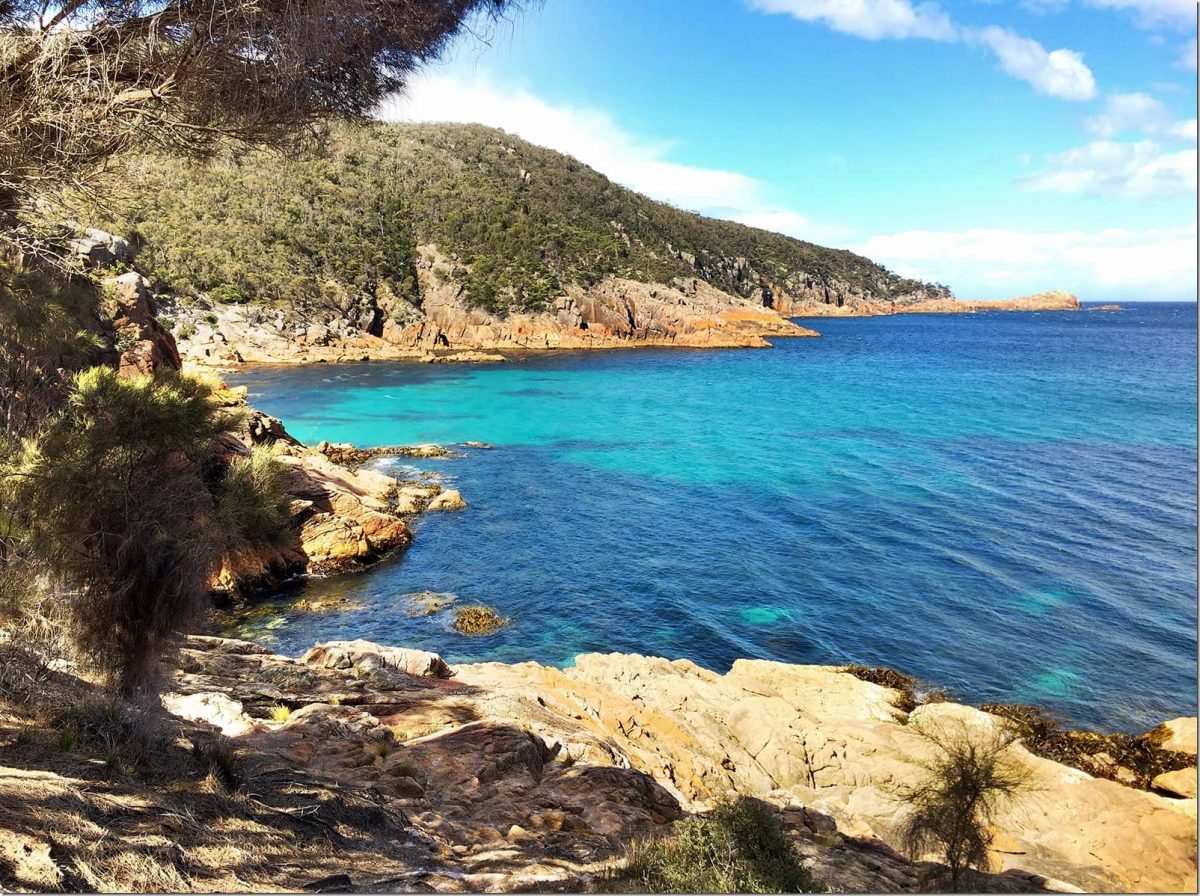 Sleepy-Bay-and-Gravelly-Beach-Freycinet-National-Park-Wanderlust-Storytellers