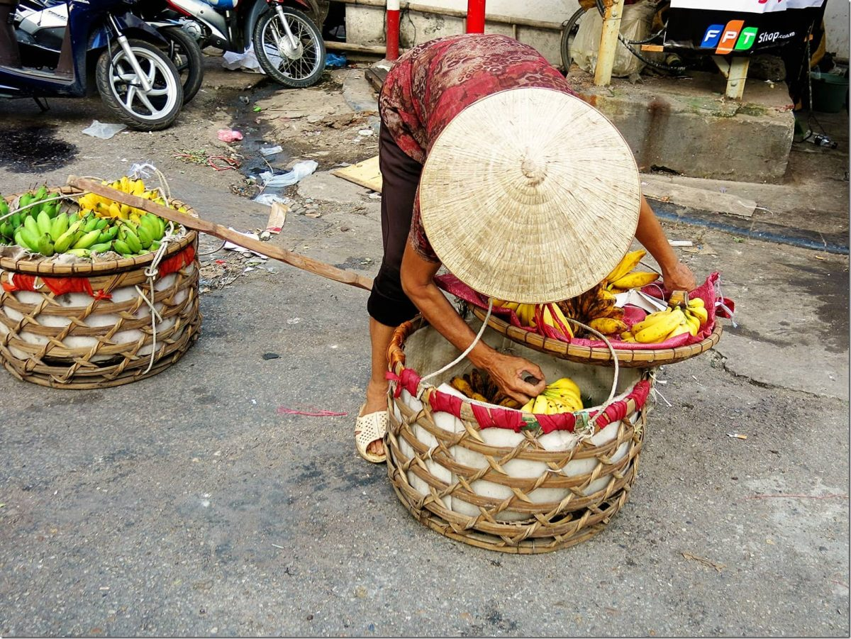 Thing-to-do-in-Hanoi---selling-Fruit