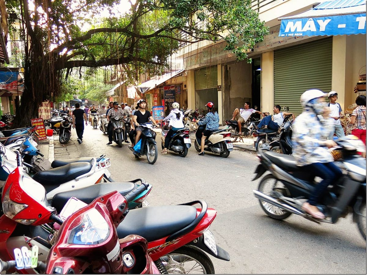 things-to-do-in-Hanoi-scooters