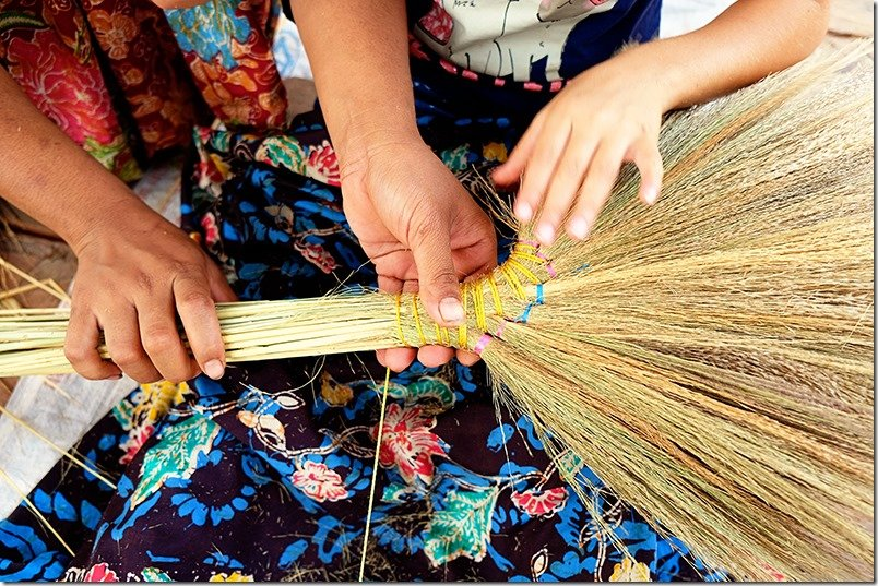 Cambodia Tours: Making Brooms