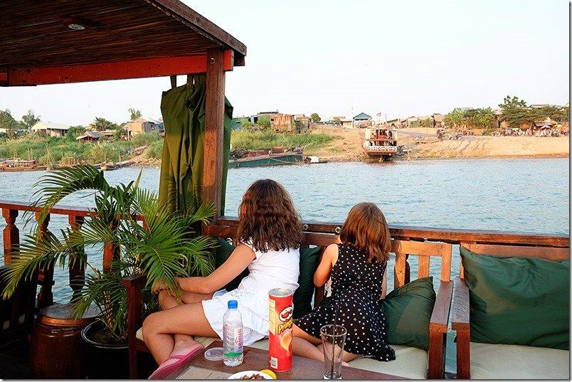 Phnom-Penh-Cruise-Boat-kids