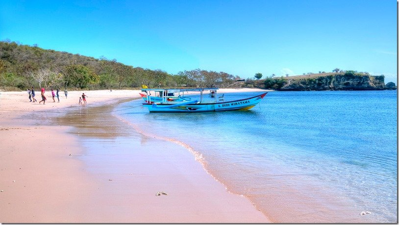 Pink Beach (Tangsi Beach), Lombok