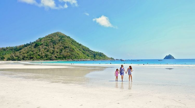 What to do in Lombok - Selong Belanak Beach Lombok
