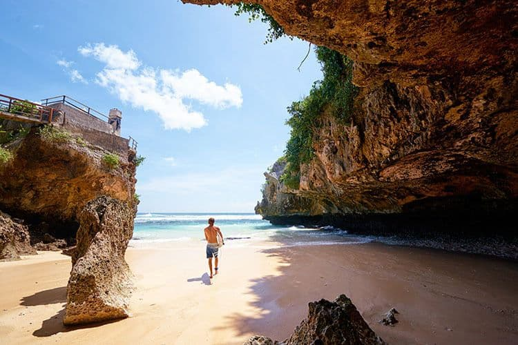 what to do in Southern Bali - Uluwatu Beach