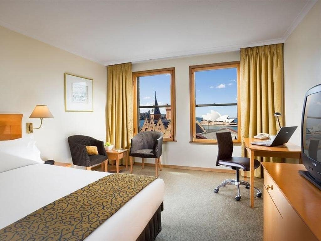 Hotels with view of Sydney Harbour Bridge | Holiday Inn Old Sydney