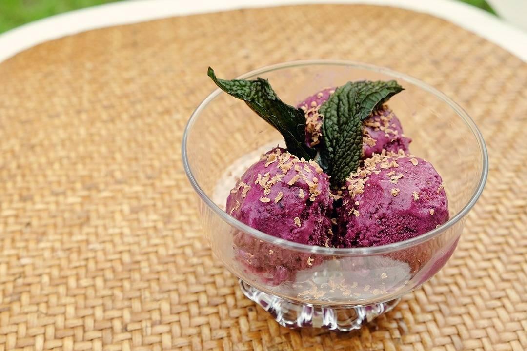 Healthy 5 min Frozen Yogurt Dessert