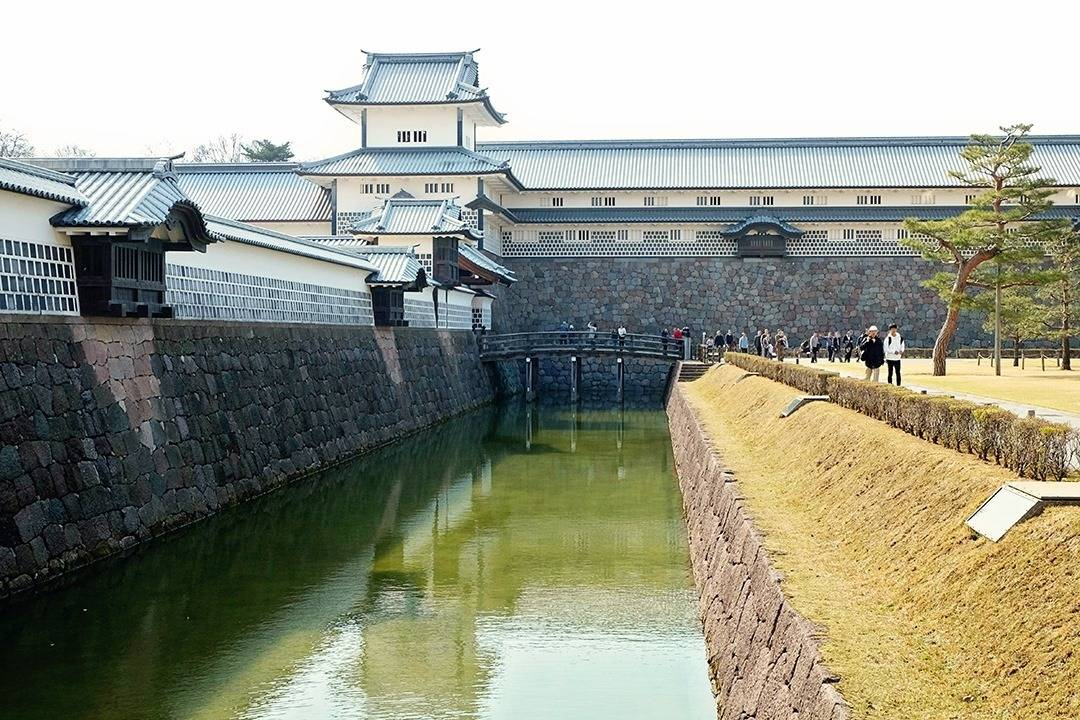 What to do in Kanazawa - Visit the Castle