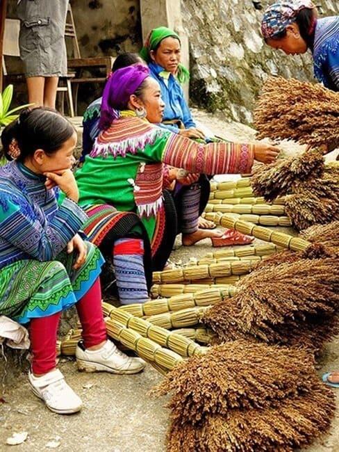 Broom-Sellers-in-Bac-Ha-Markets-Vietnam