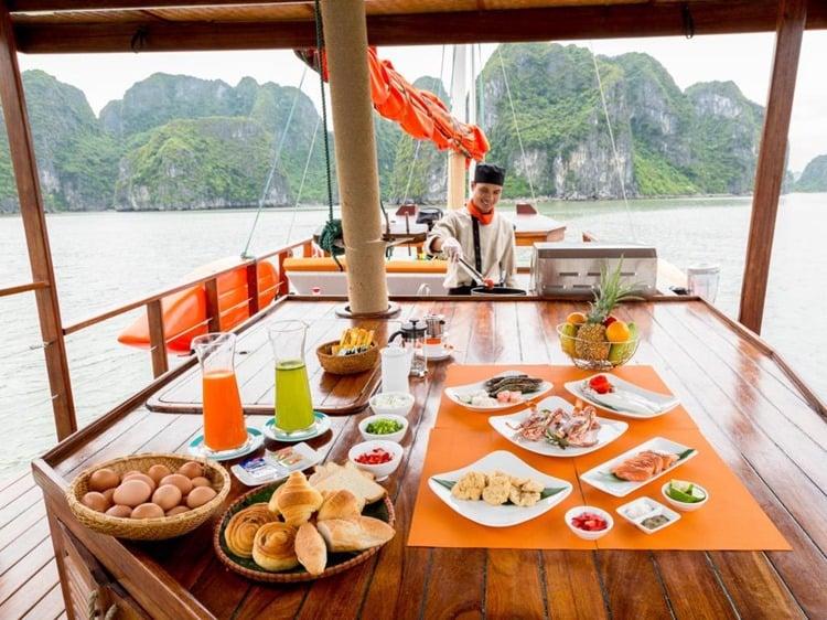 L Azalee Cruise Halong Bay Dining