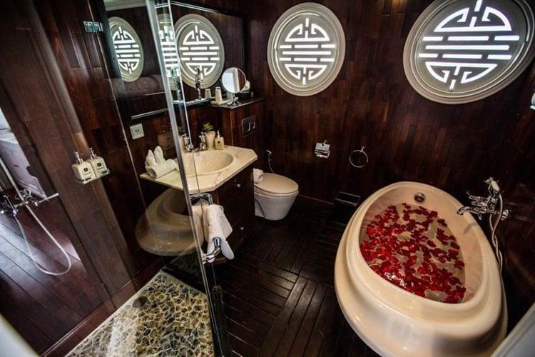 The Au Co Cruise Halong Bay Bath