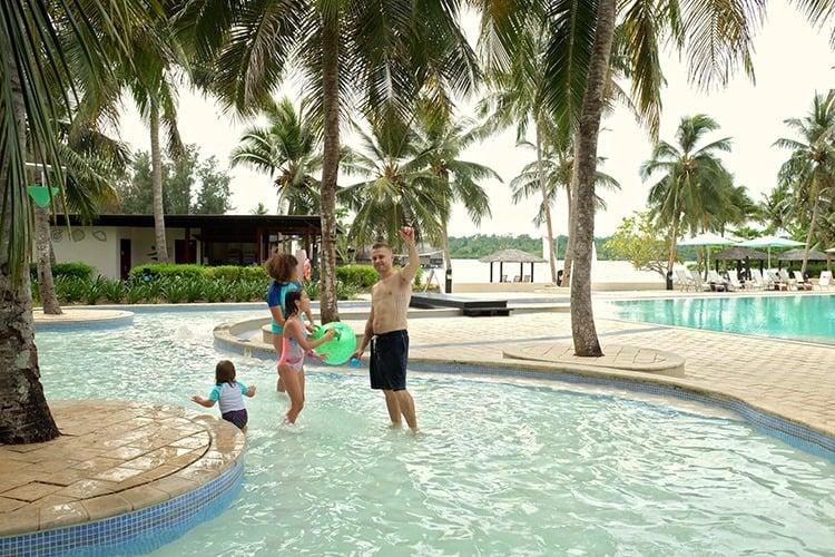 Vanuatu Holiday Inn Pool