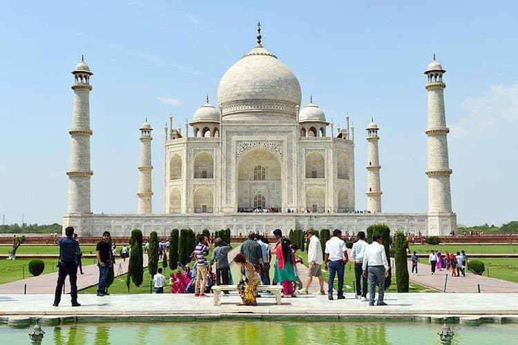 Admire-the-beauty-of-'The-Taj'