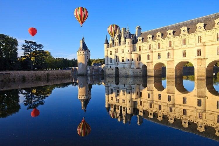 Montgolfières au-dessus de Chenonceau, château de la Loire