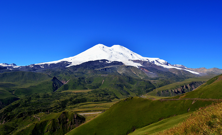 Places to see in Russia: Mount Elbrus