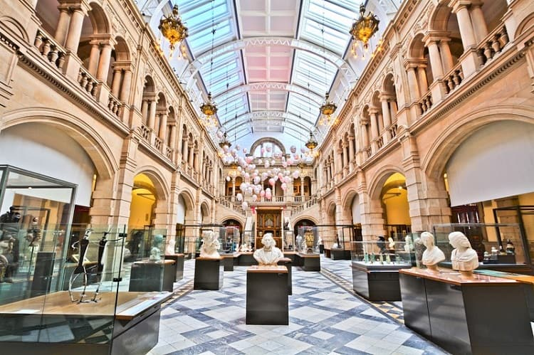 Manchester Art Gallery - Things to do in Manchester