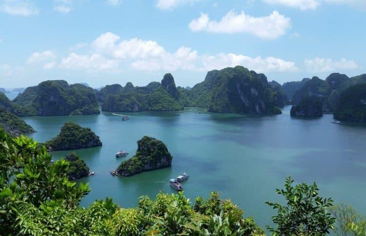 halong-bay-islets
