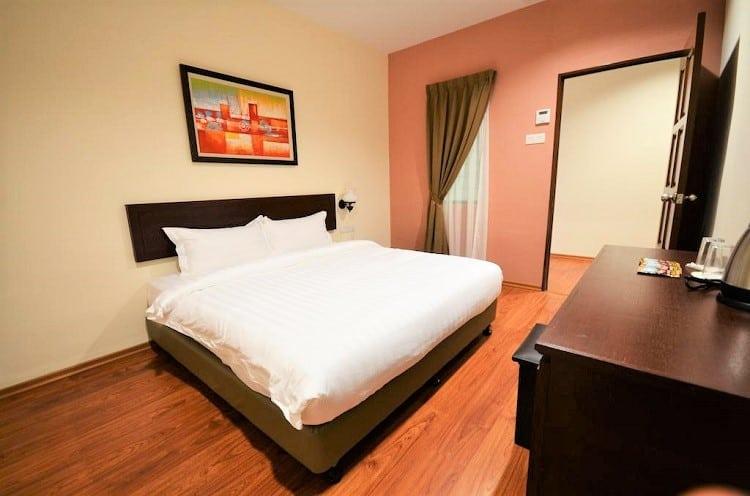 906 Riverside Hotel Melaka - top budget hotels in melaka - room
