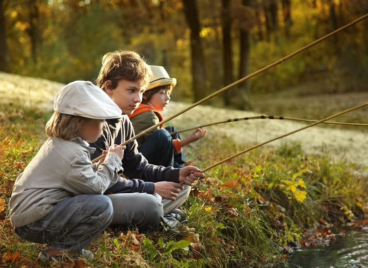 Camping with kids in France - Fisihing time