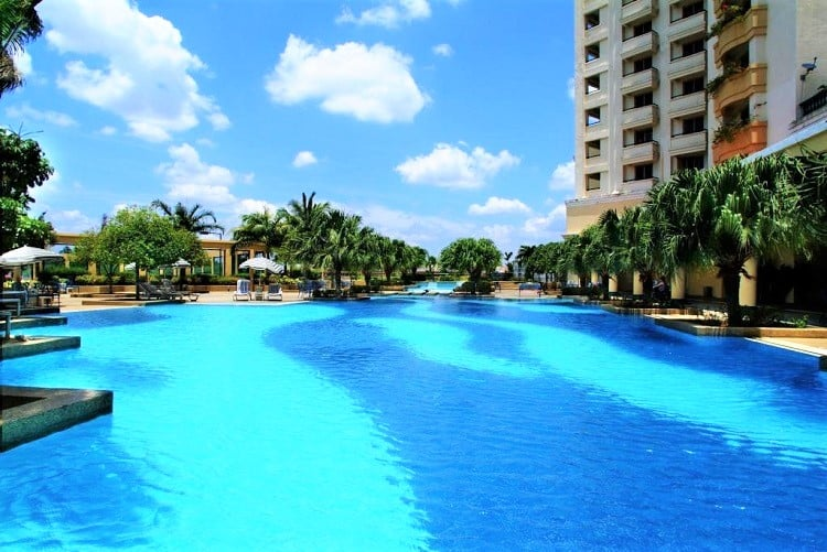 Hotel Equatorial - where to stay in Melaka - Pool