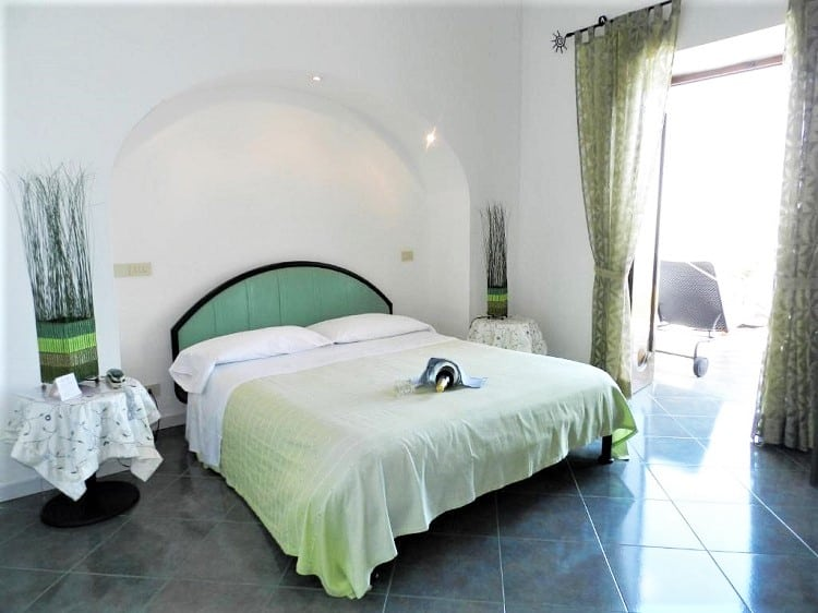 Hotel Holiday - Best Hotels in Praiano - Room