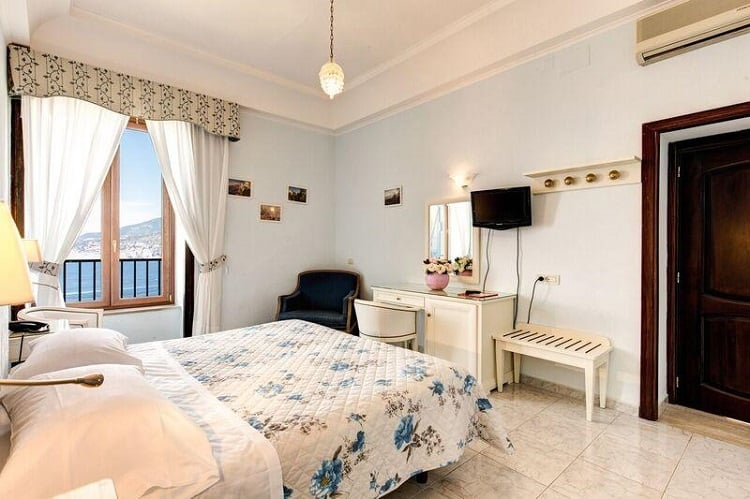 Hotel La Badia - Best hotels in Sorrento - Room