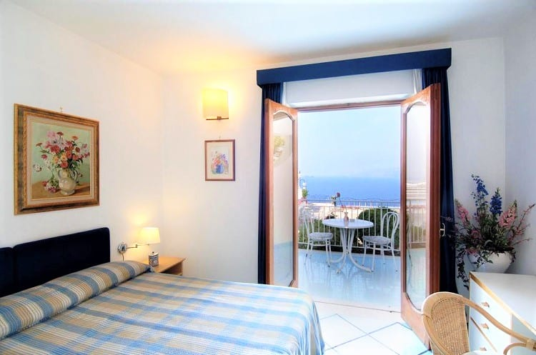 Hotel Le Fioriere - Top Hotels in Praiano - Room