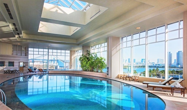 Best Hotels in Tokyo for Family with Kids - Hilton Tokyo Odaiba - Indoor Pool