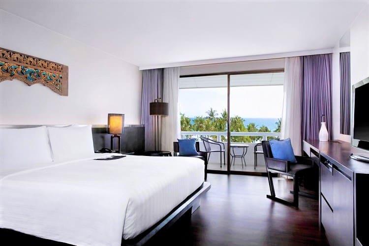 Best Phuket Accommodation on the Beach - Le Meridien Phuket Beach Resort - Room