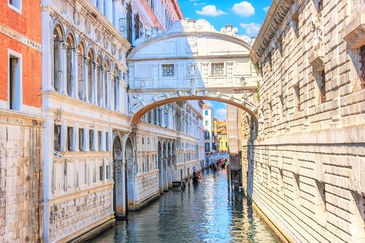 The most romantinc things to do in Venice - Check out the Bridge of Sighs