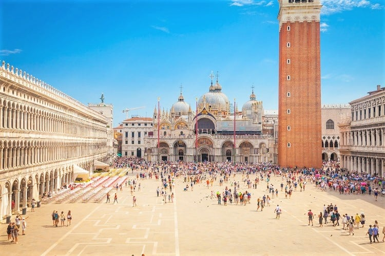 The most romantinc things to do in Venice - Check out the San Marco Square