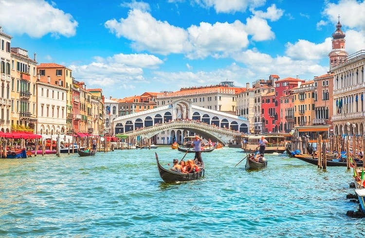 The most romantinc things to do in Venice - Take a gondola ride