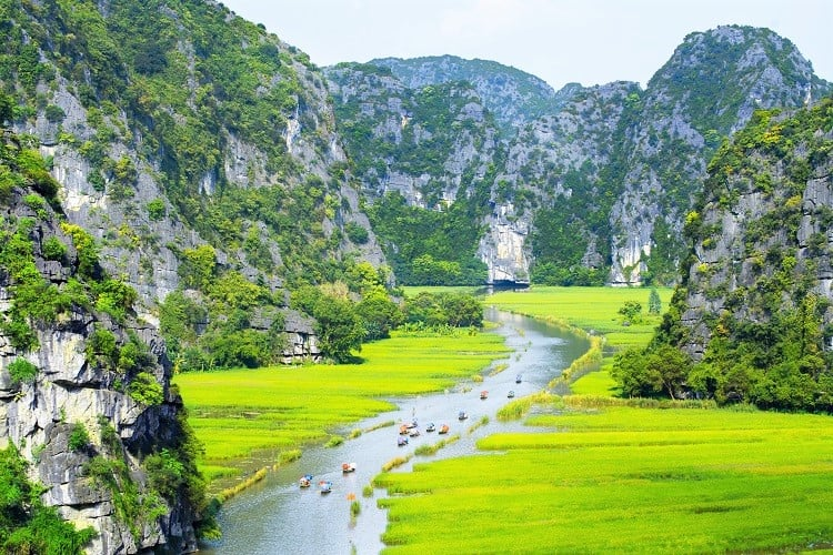 7 Days in Vietnam Itinerary - Check out the Tam Coc River