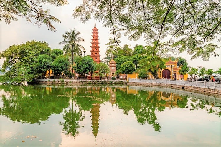 Vietnam in a Week - Check out the Tran Quoc Pagoda