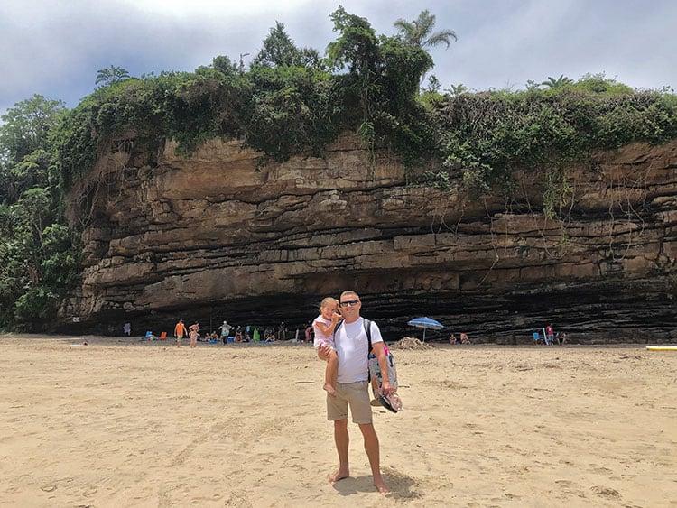 Cliffs-at-Uvongo-Beach