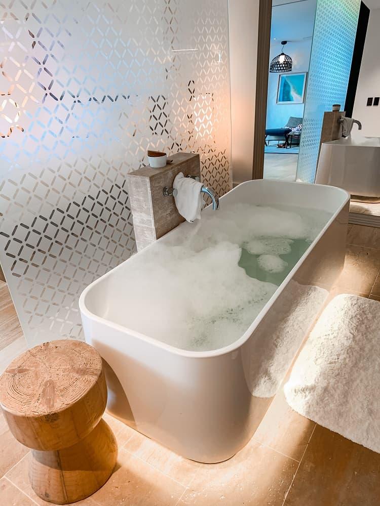 Intercontinental Hayman Island Resort - Room - Bath