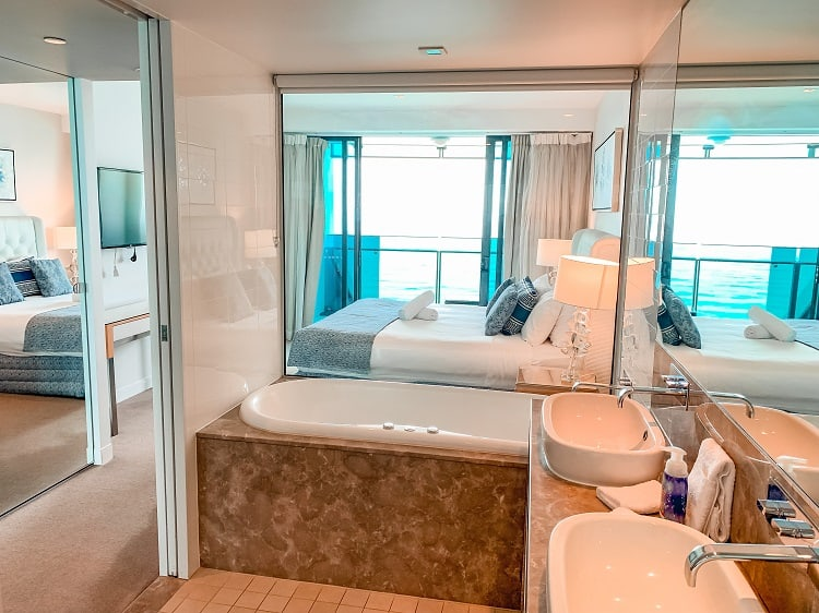 Peppers Soul Surfers Paradise Review - Master Bathroom